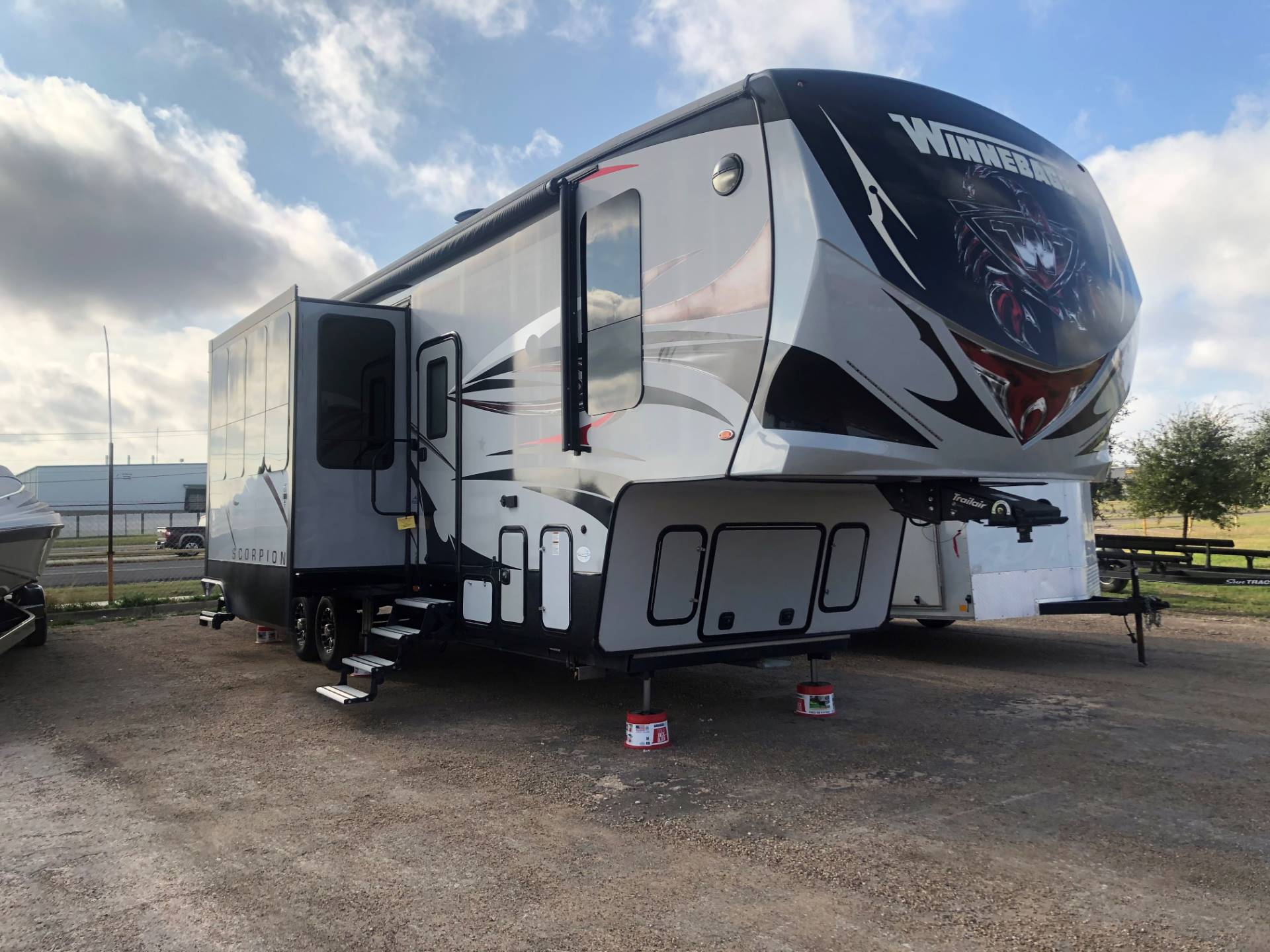 2017 winnebago scorpion toyhauler in Waco, Texas - Photo 3