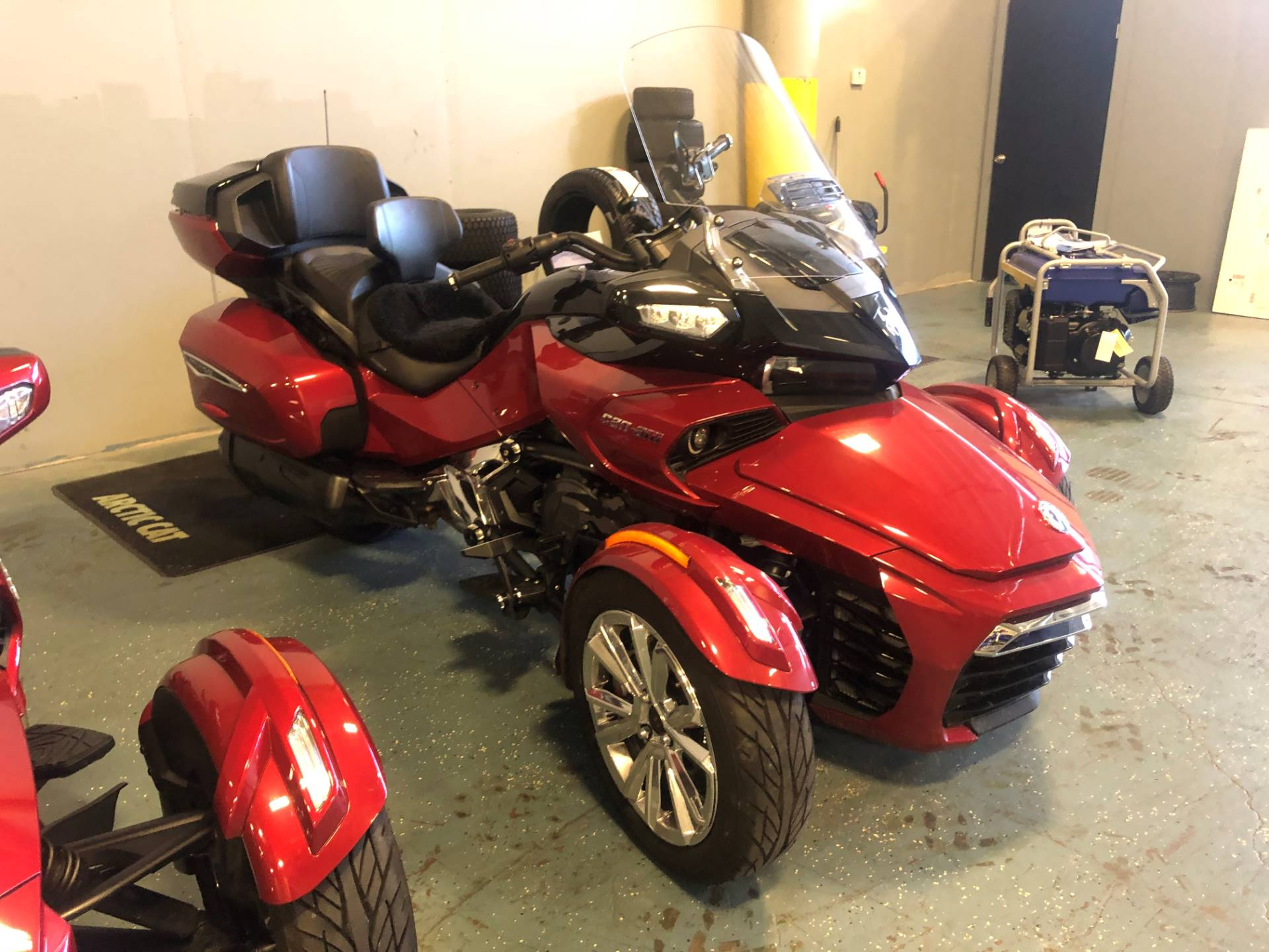 2017 Can-Am Spyder F3 Limited in Waco, Texas - Photo 2