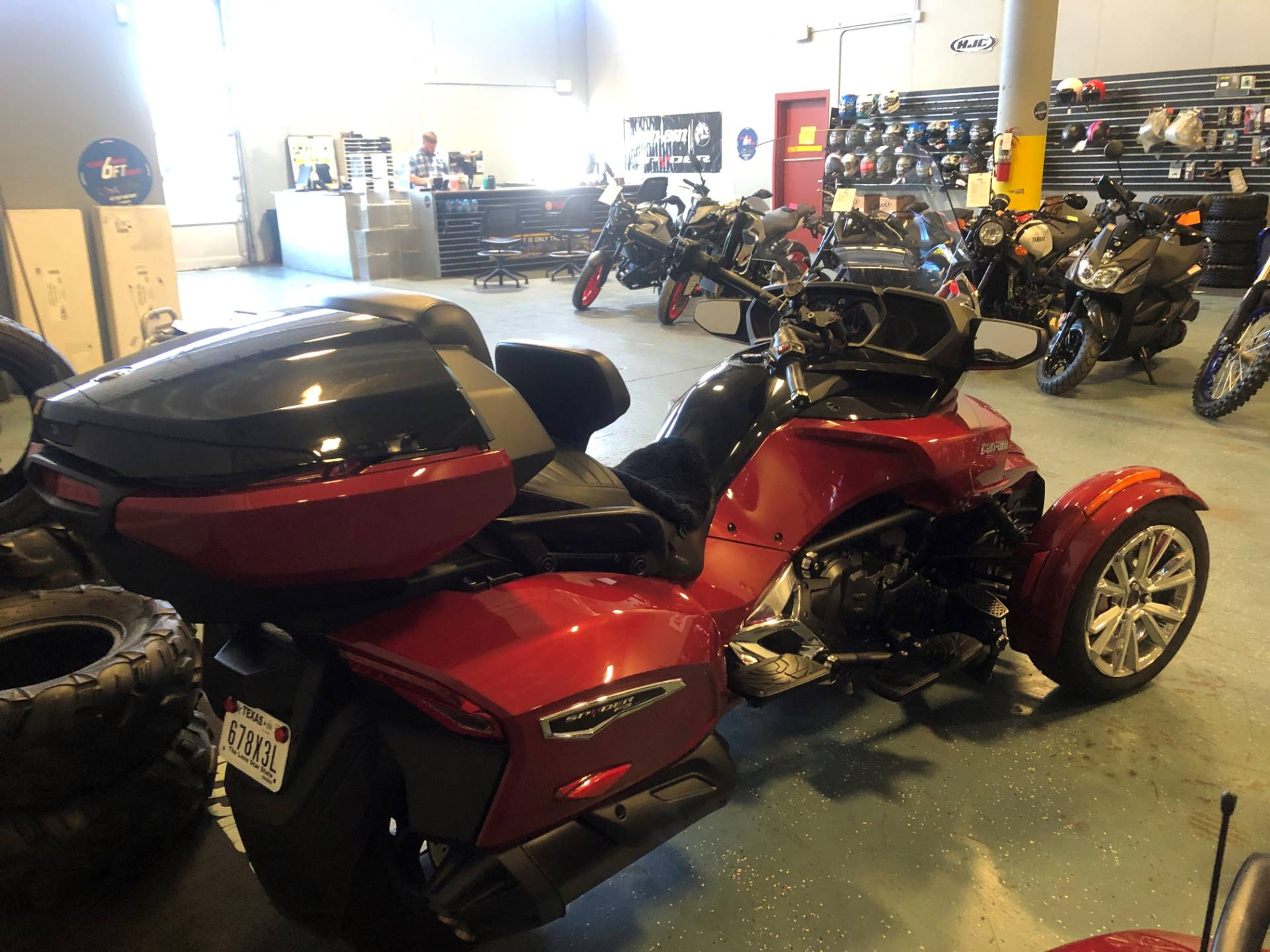 2017 Can-Am Spyder F3 Limited in Waco, Texas - Photo 3