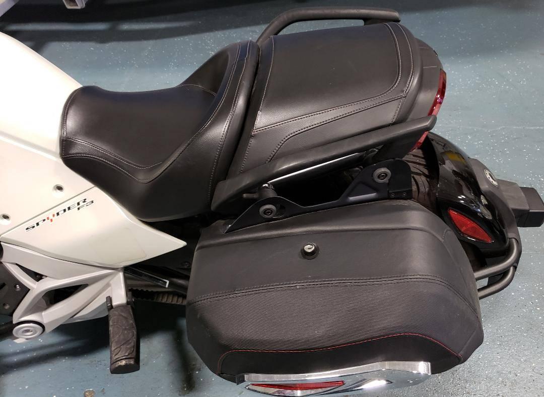 2015 Can-Am™ Spyder F3 SM6 9