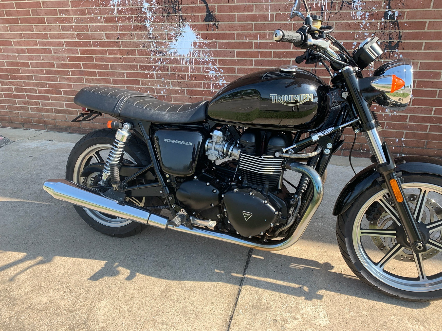 2012 Triumph Bonneville in Kingsport, Tennessee - Photo 2