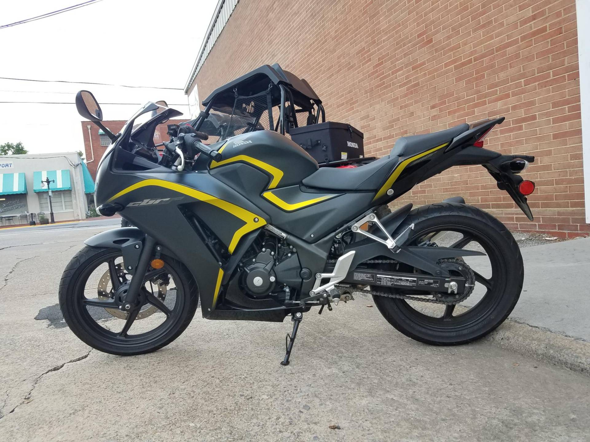 2015 Honda CBR®300R in Kingsport, Tennessee