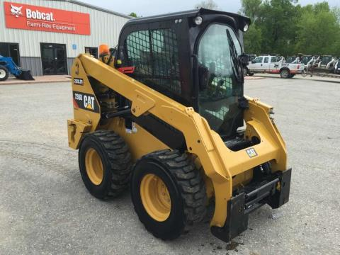 2015 CAT 236D in Dassel, Minnesota