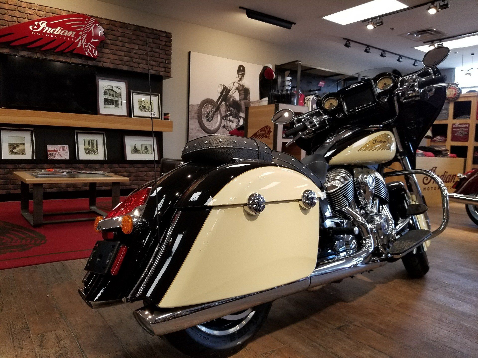 2019 Indian Chieftain® Classic ABS in Laredo, Texas - Photo 2