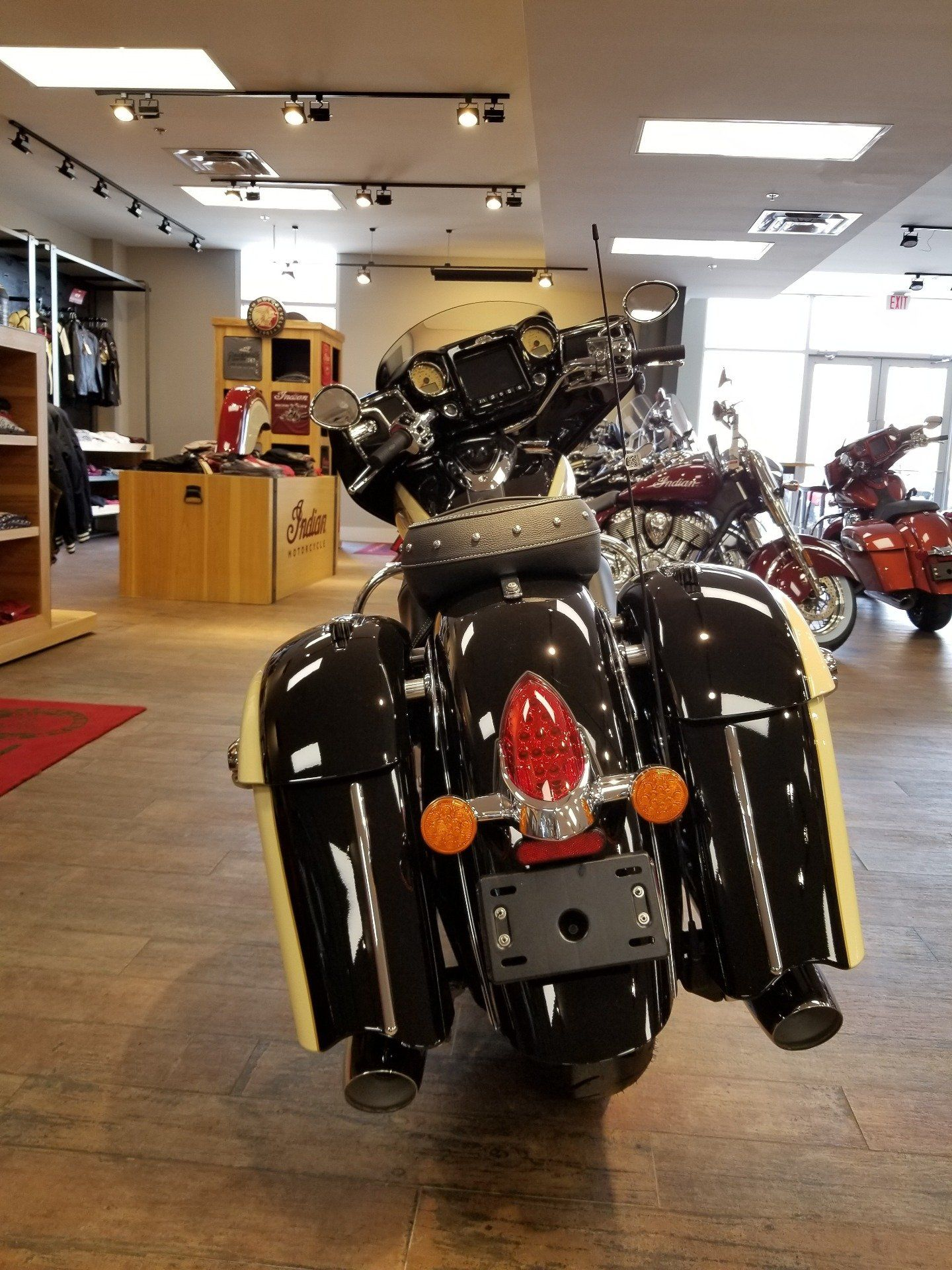 2019 Indian Chieftain® Classic ABS in Laredo, Texas - Photo 3