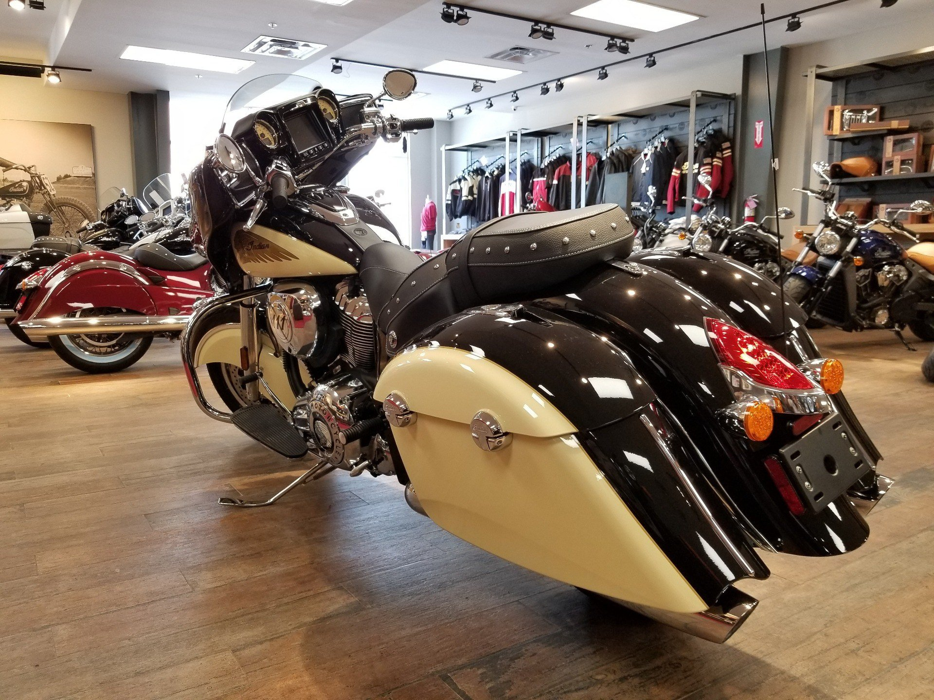 2019 Indian Chieftain® Classic ABS in Laredo, Texas - Photo 4