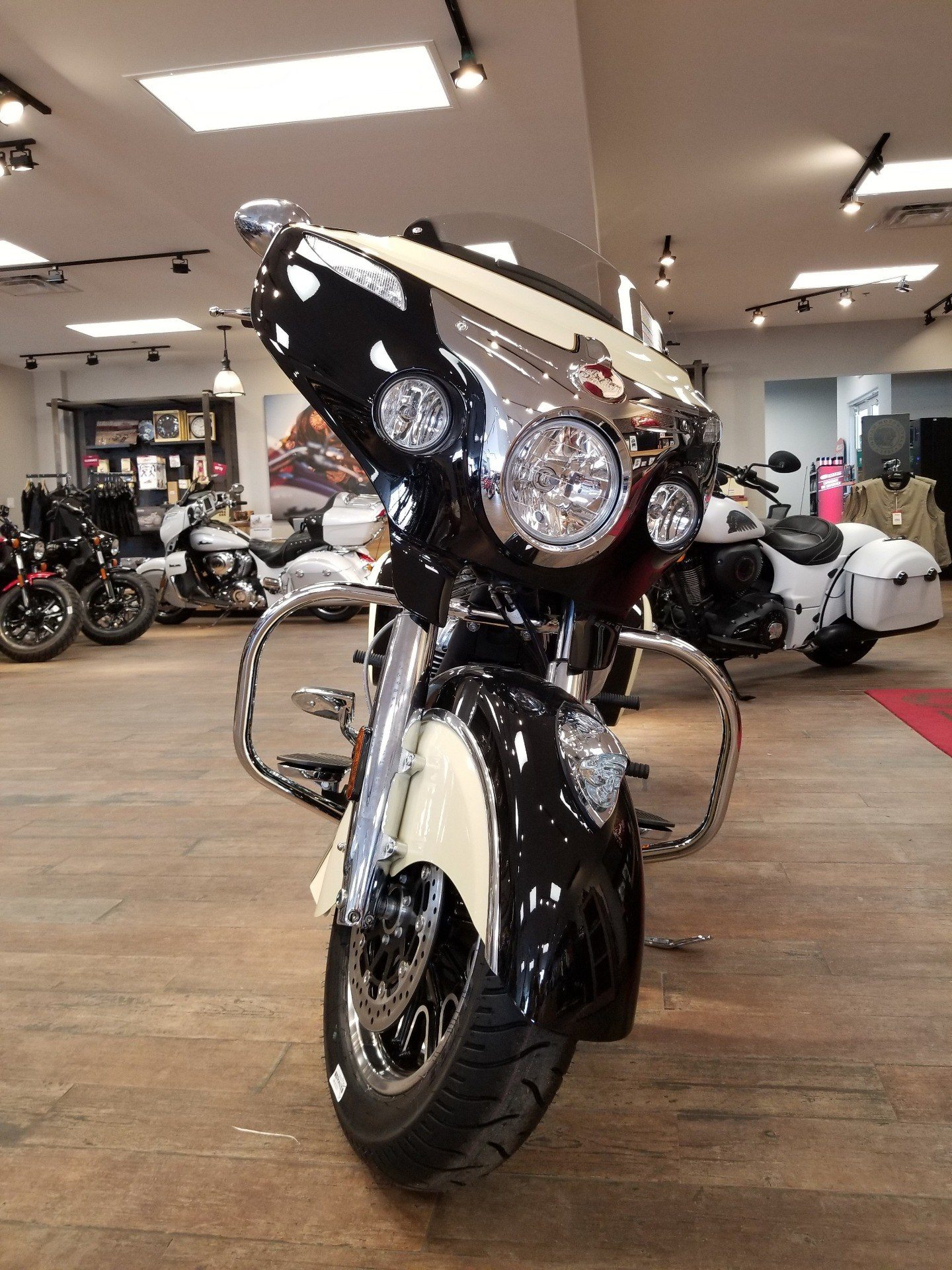 2019 Indian Chieftain® Classic ABS in Laredo, Texas - Photo 6