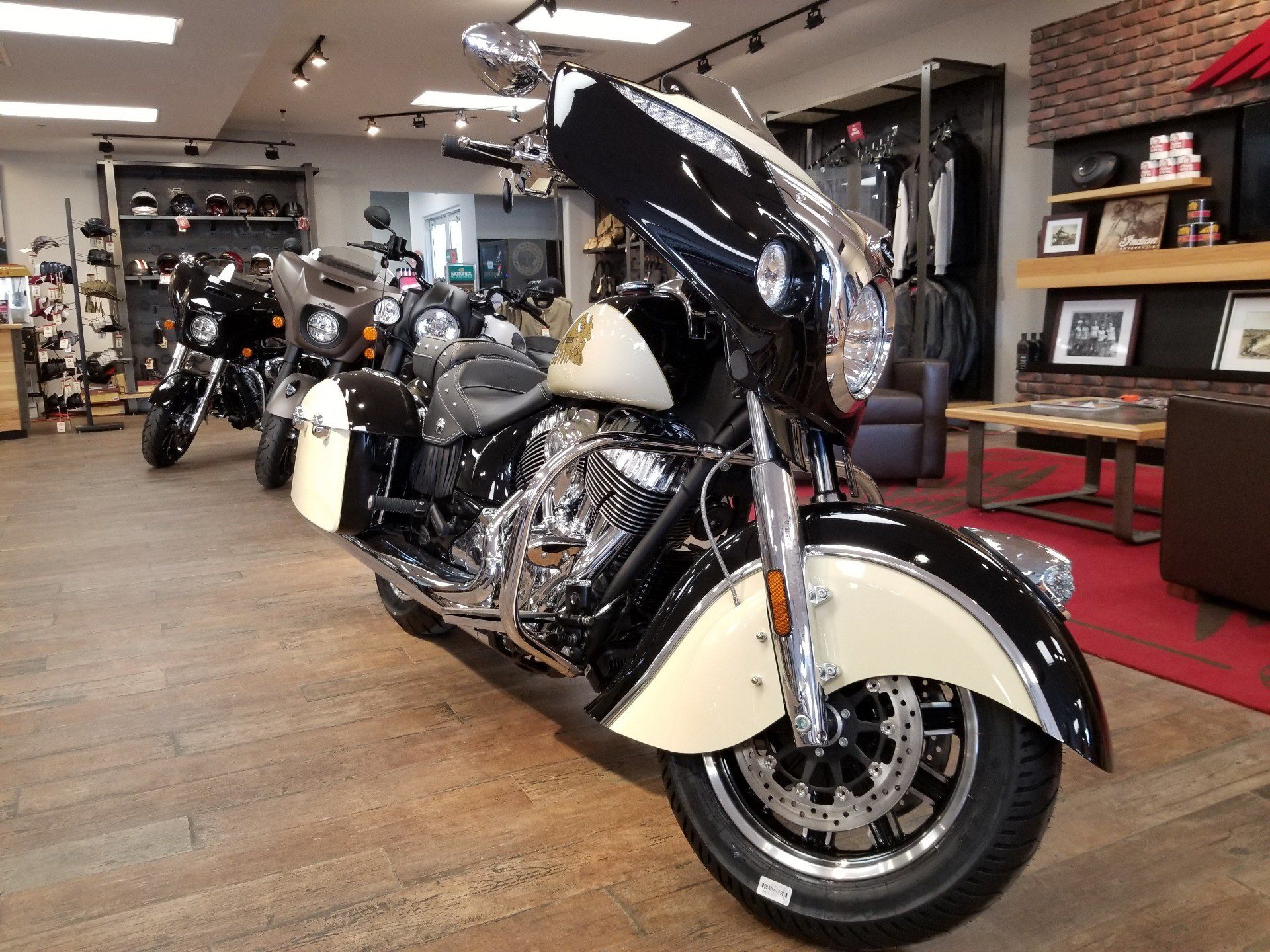 2019 Indian Chieftain® Classic ABS in Laredo, Texas - Photo 7