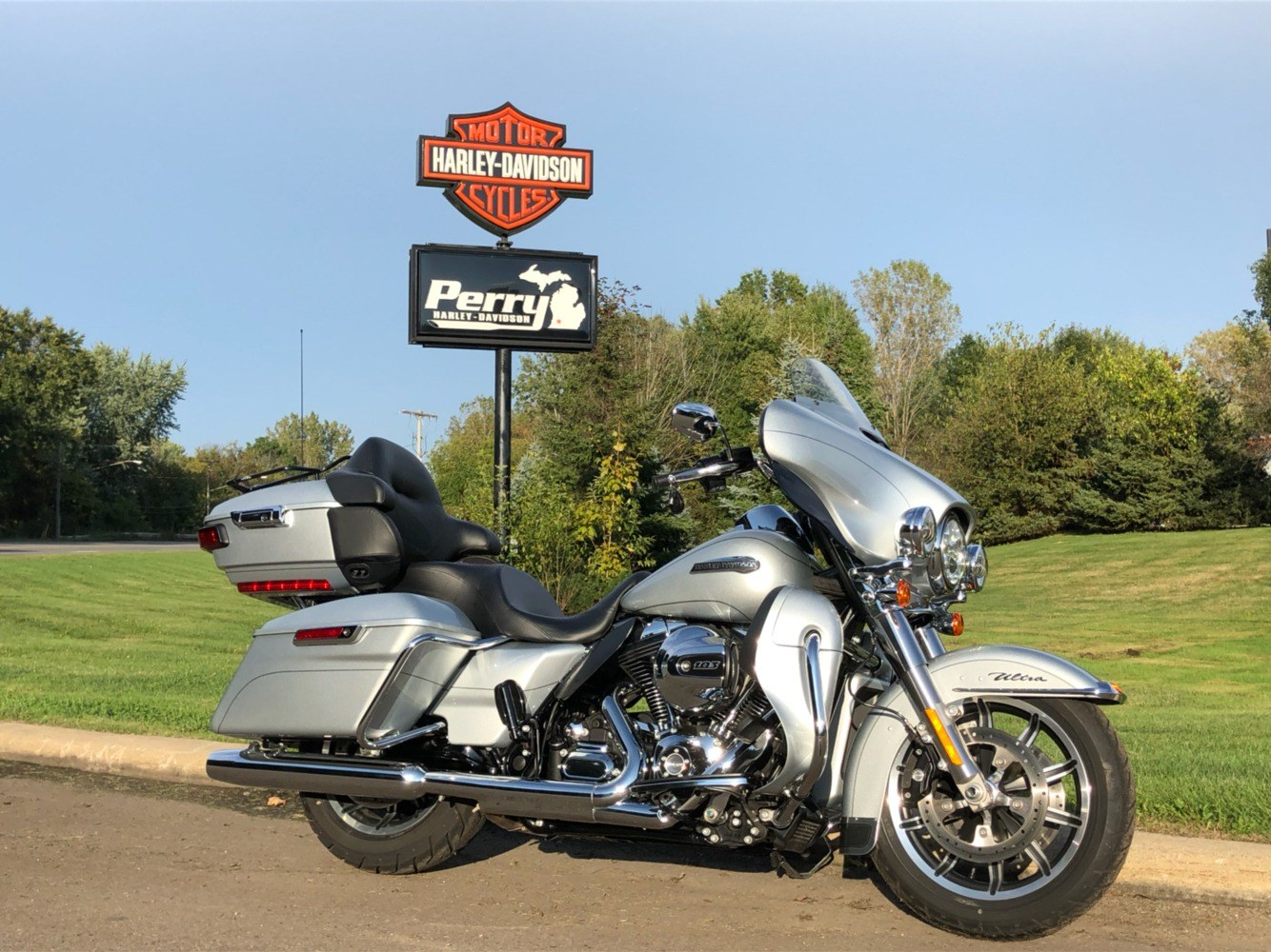 2015 Harley-Davidson Electra Glide® Ultra Classic® Low in Portage, Michigan - Photo 1