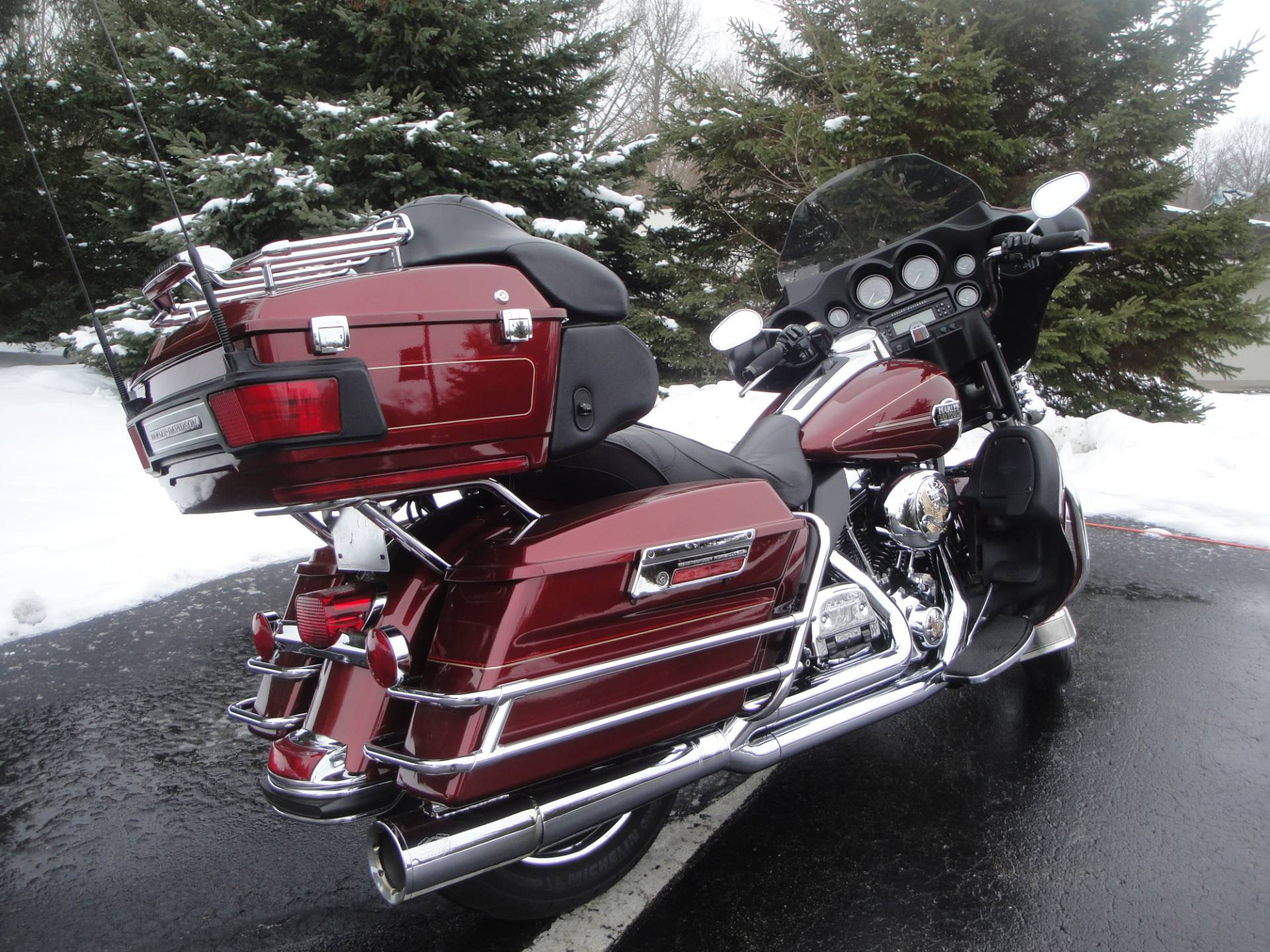 2010 Harley-Davidson Ultra Classic® Electra Glide® in Portage, Michigan - Photo 2