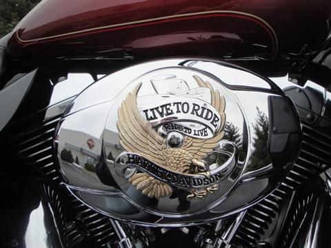 2010 Harley-Davidson Ultra Classic® Electra Glide® in Portage, Michigan - Photo 9