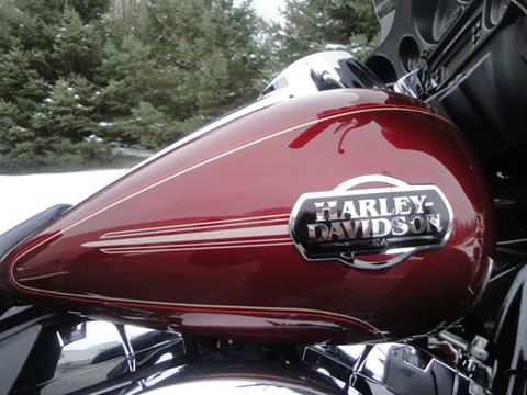 2010 Harley-Davidson Ultra Classic® Electra Glide® in Portage, Michigan - Photo 10