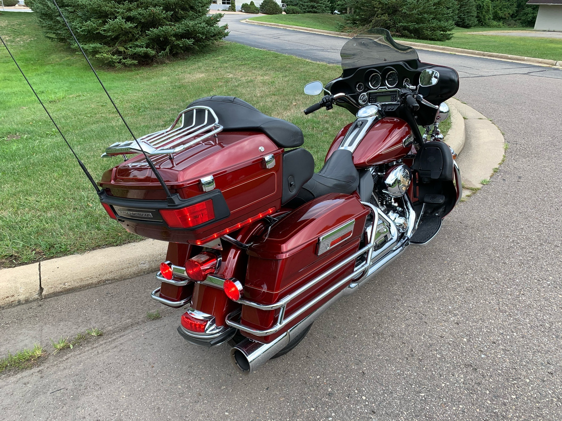 2010 Harley-Davidson Ultra Classic® Electra Glide® in Portage, Michigan - Photo 5