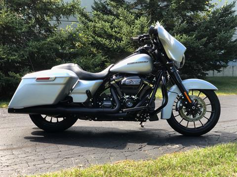 2019 Harley-Davidson Street Glide® Special in Portage, Michigan - Photo 9