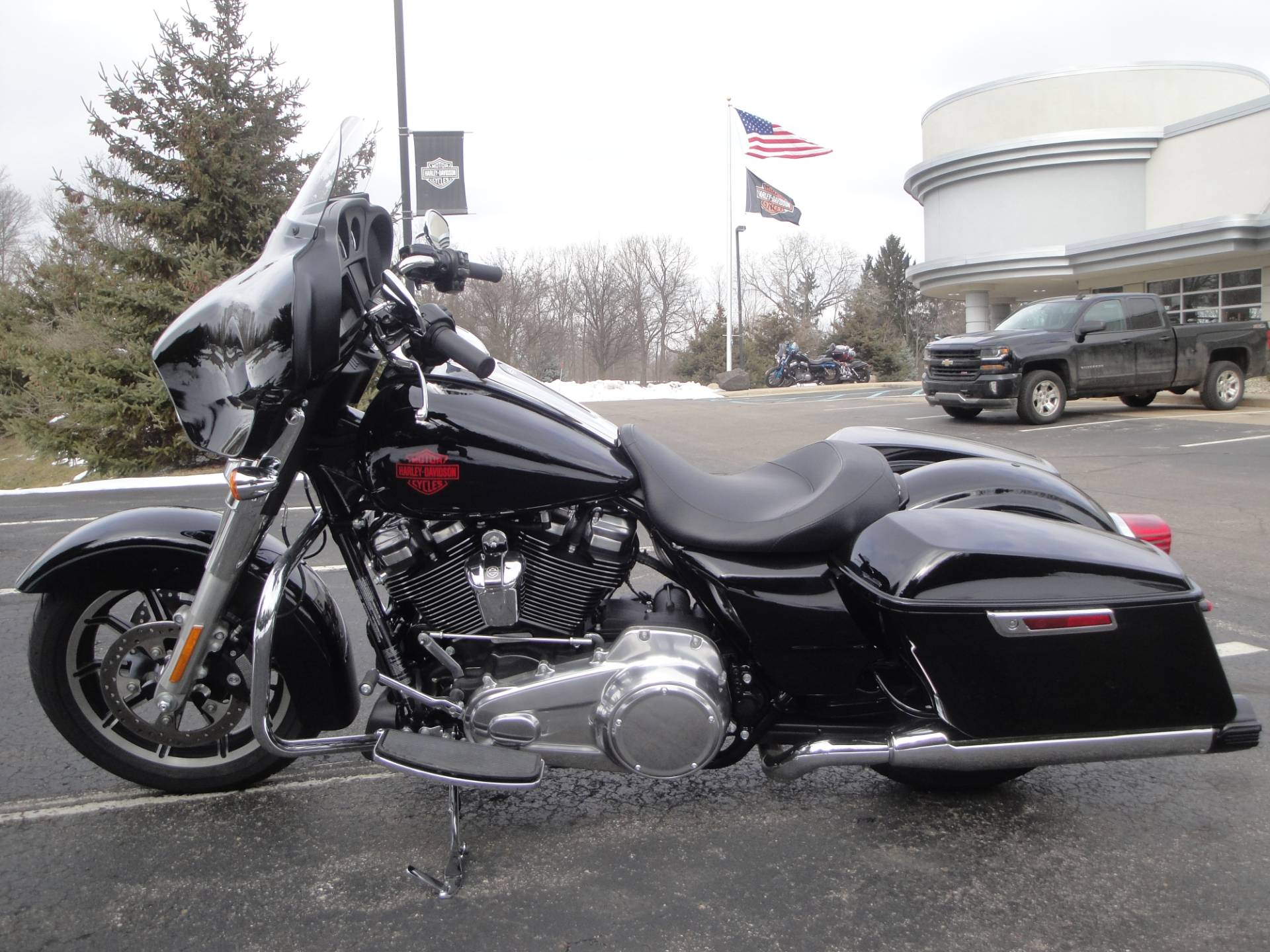 2019 Harley-Davidson Electra Glide® Standard in Portage, Michigan - Photo 5