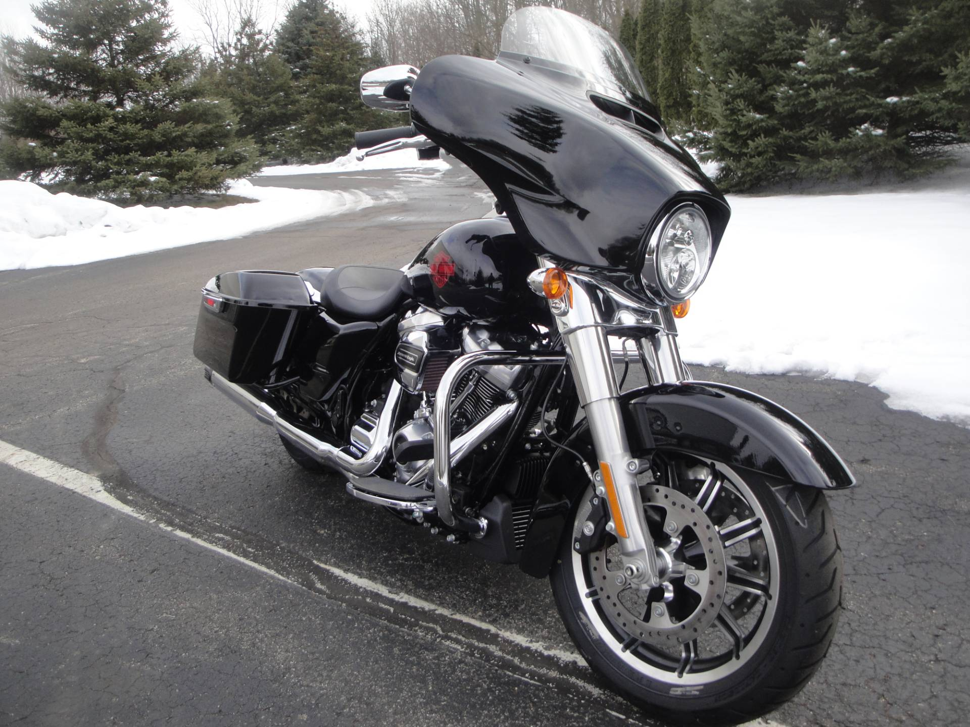 2019 Harley-Davidson Electra Glide® Standard in Portage, Michigan - Photo 8