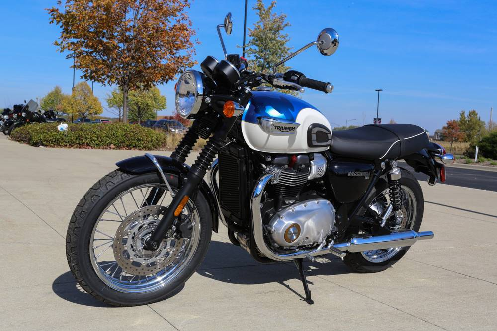 2017 Triumph Bonneville T100 900 in Saint Charles, Illinois