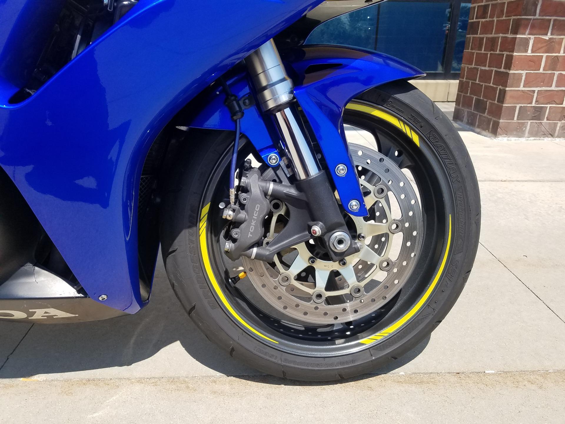 2006 Honda CBR1000RR 12