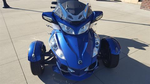 2012 Can-Am Spyder® RT-S SE5 in Saint Charles, Illinois