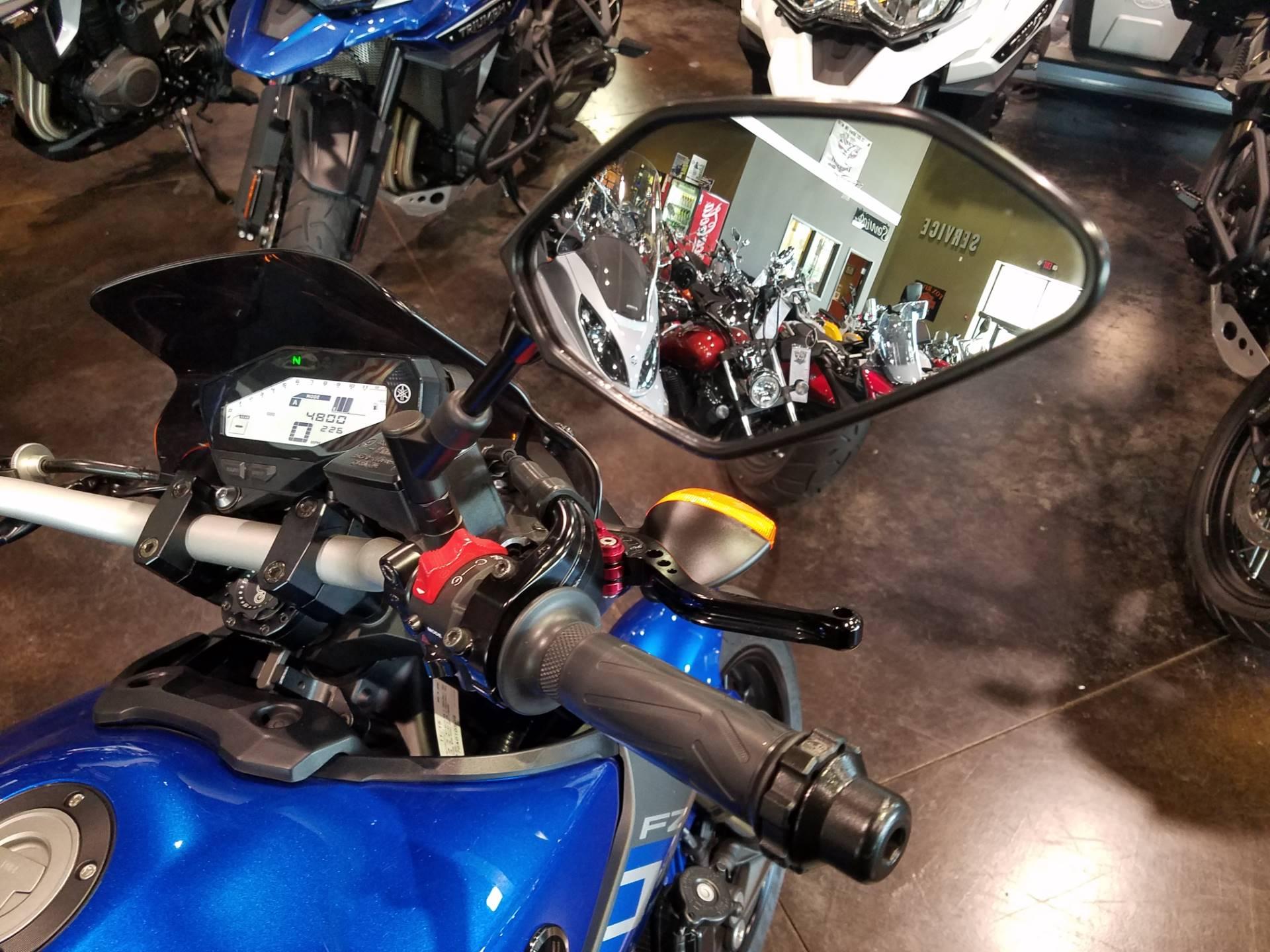 2016 Yamaha FZ-09 11