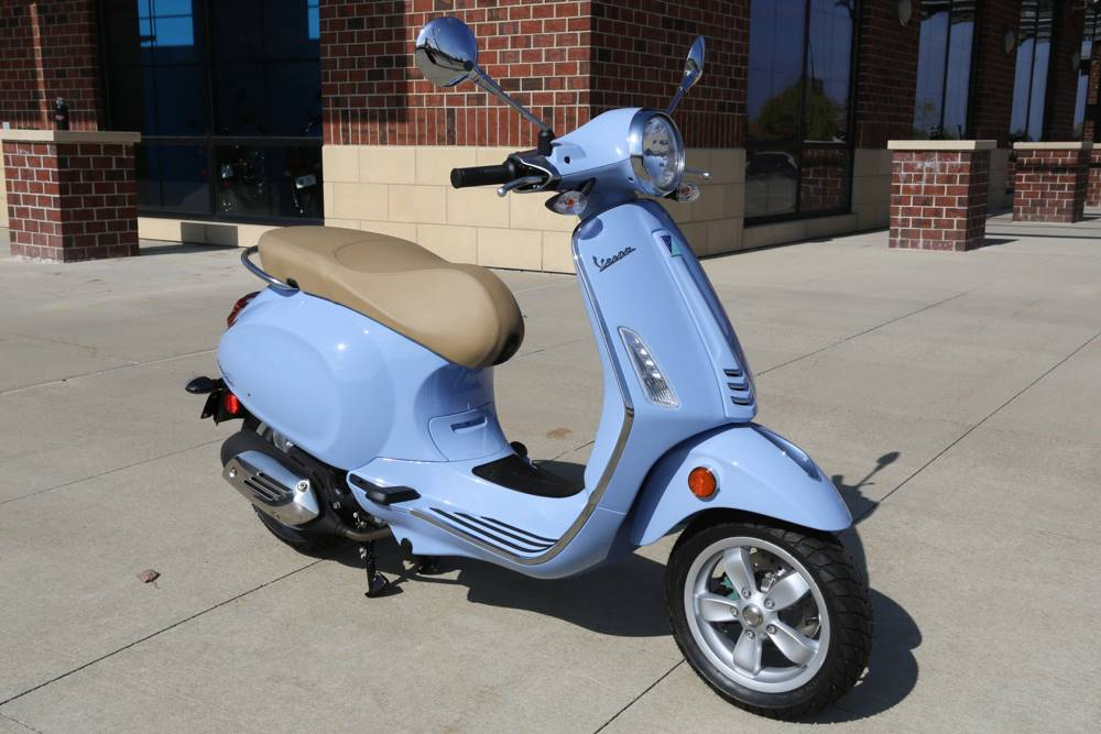 2017 Vespa Primavera 50 in Saint Charles, Illinois