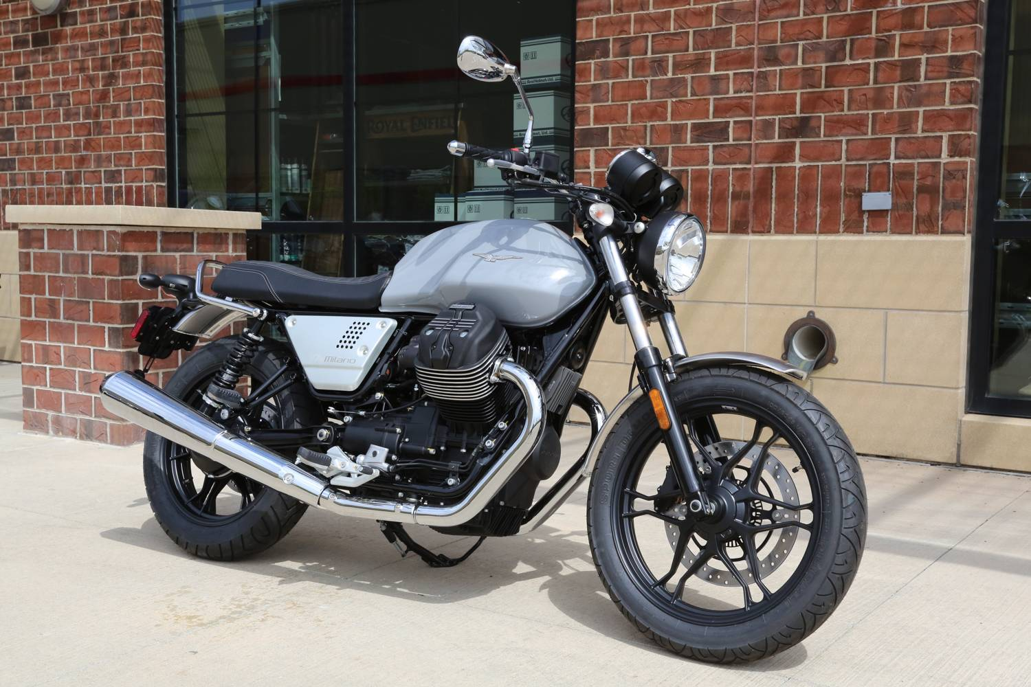2018 Moto Guzzi V7 III Milano in Saint Charles, Illinois - Photo 2