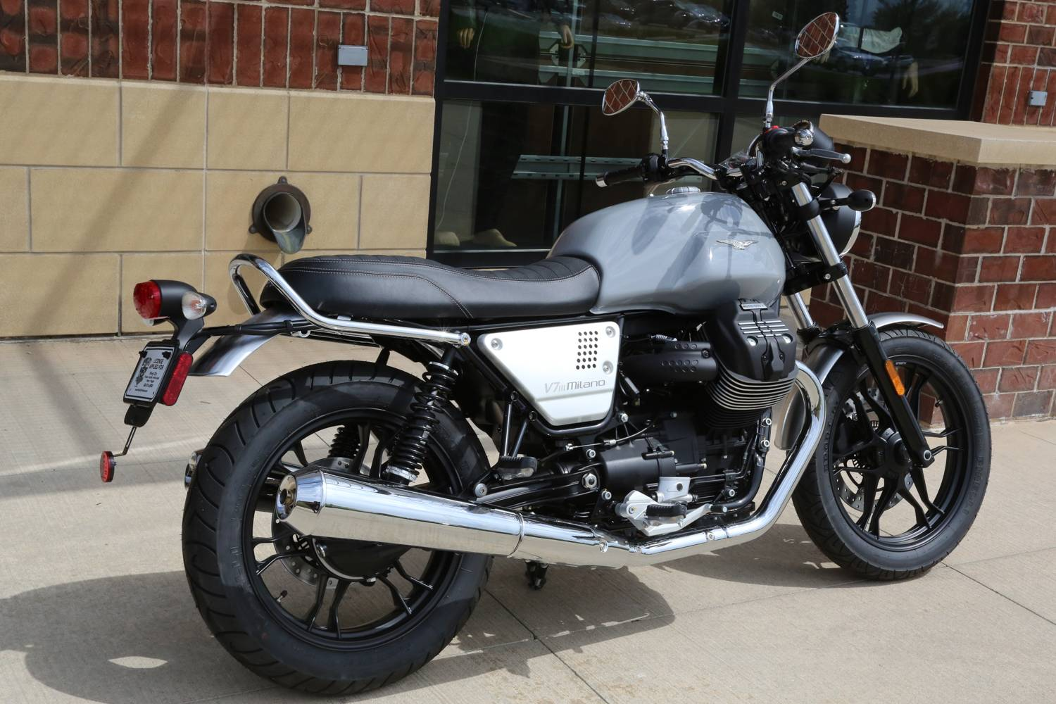 2018 Moto Guzzi V7 III Milano in Saint Charles, Illinois - Photo 4