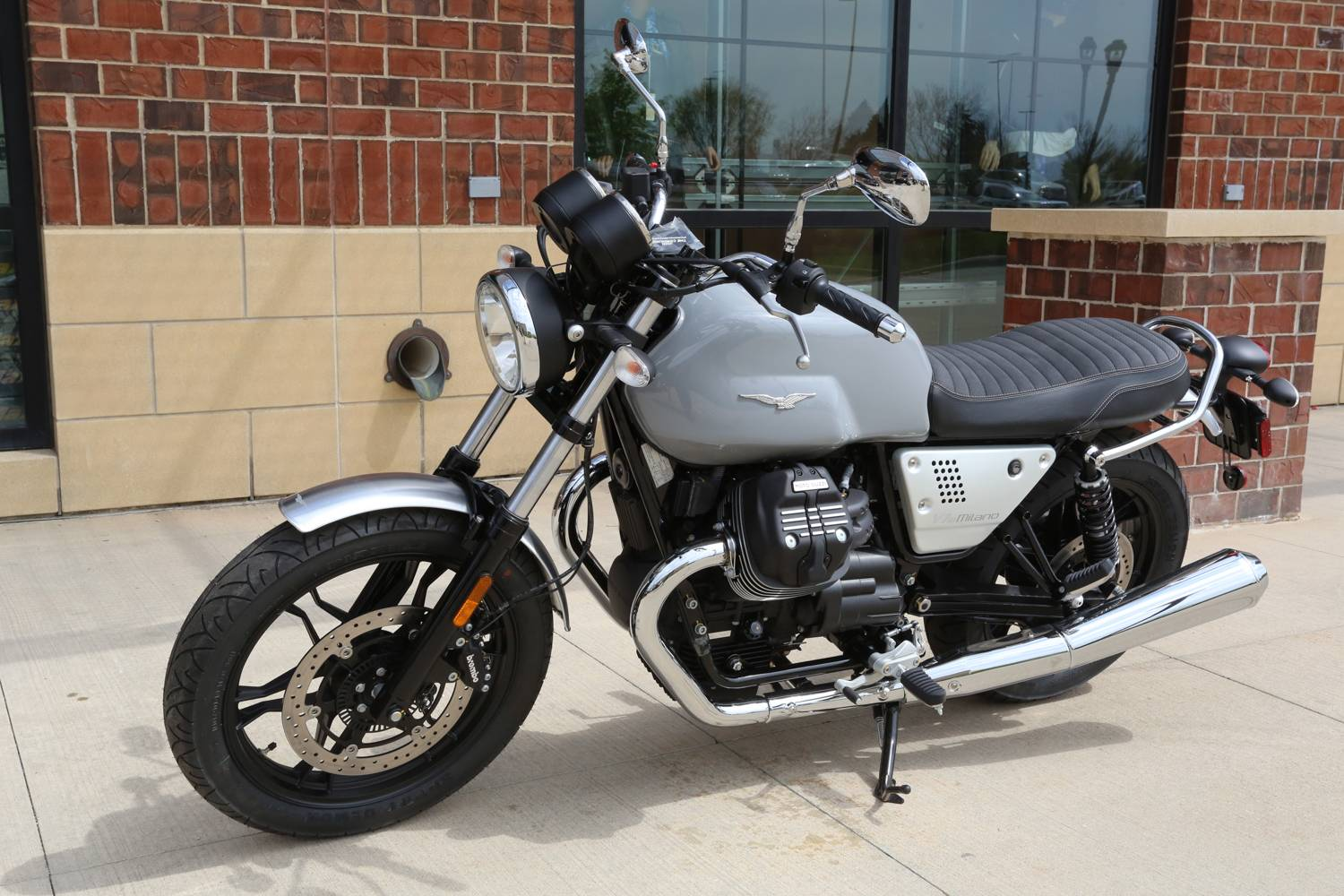 2018 Moto Guzzi V7 III Milano in Saint Charles, Illinois - Photo 5