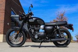 2017 Triumph Bonneville T100 Black in Saint Charles, Illinois