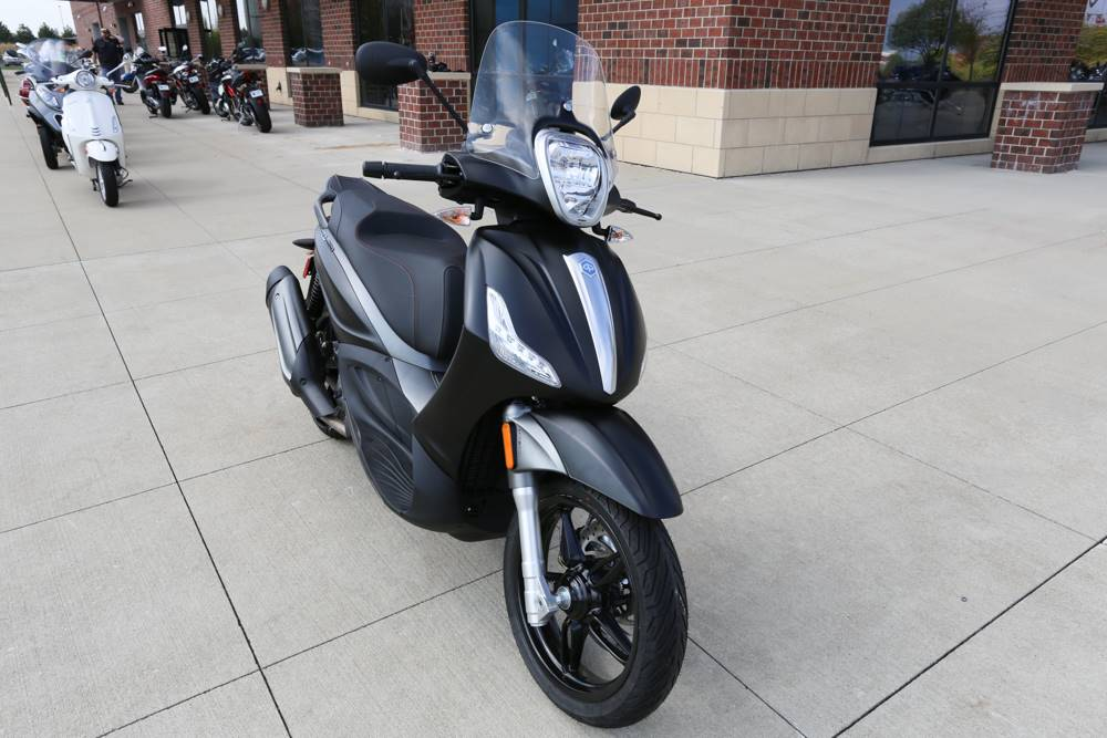 2017 Piaggio BV 350 ABS in Saint Charles, Illinois