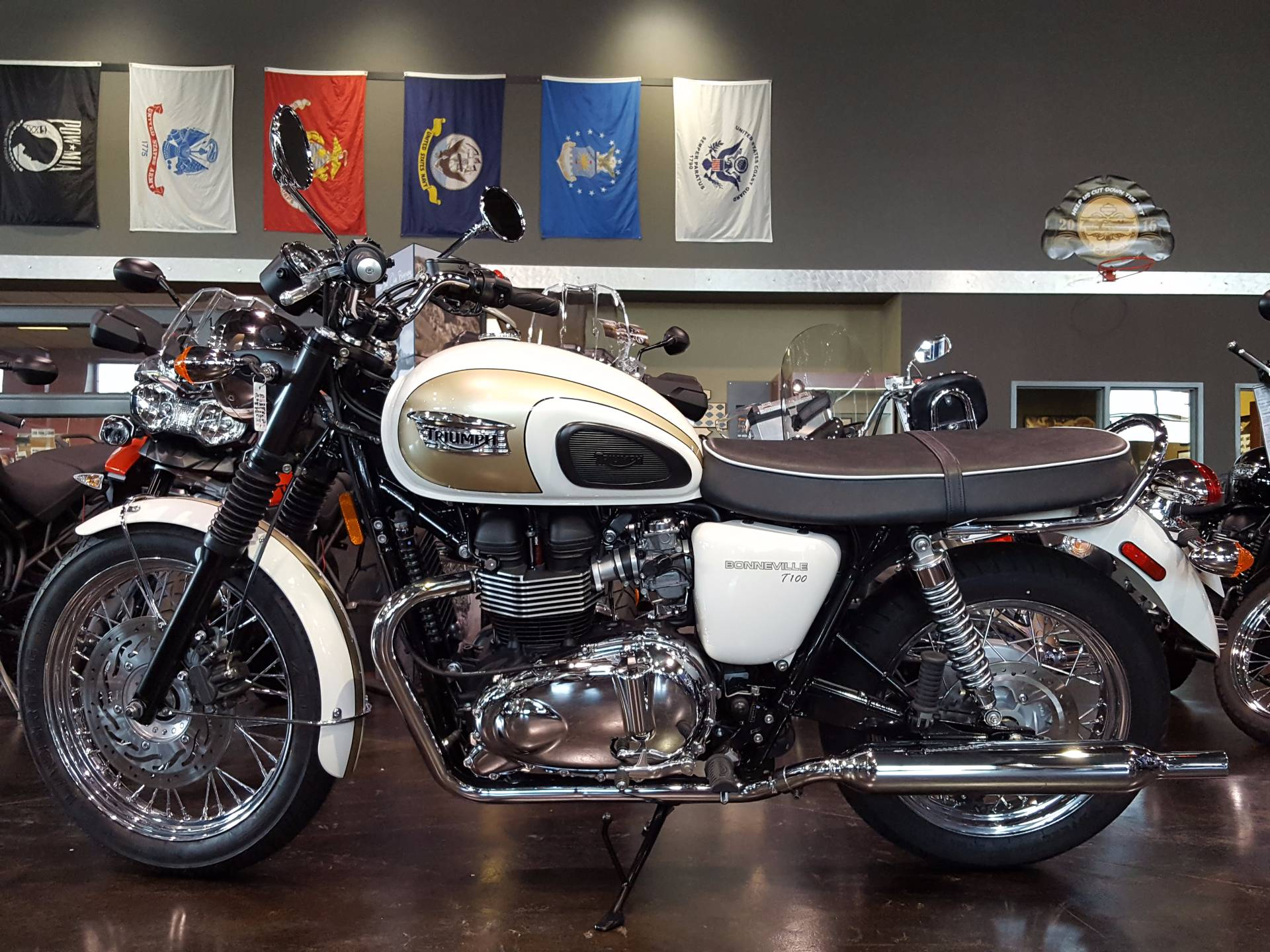 2016 Triumph Bonneville T100 in Saint Charles, Illinois