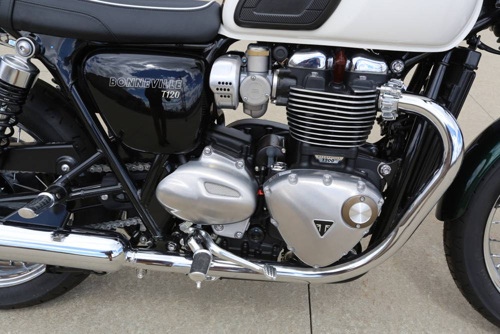 2018 Triumph Bonneville T120 in Saint Charles, Illinois - Photo 8