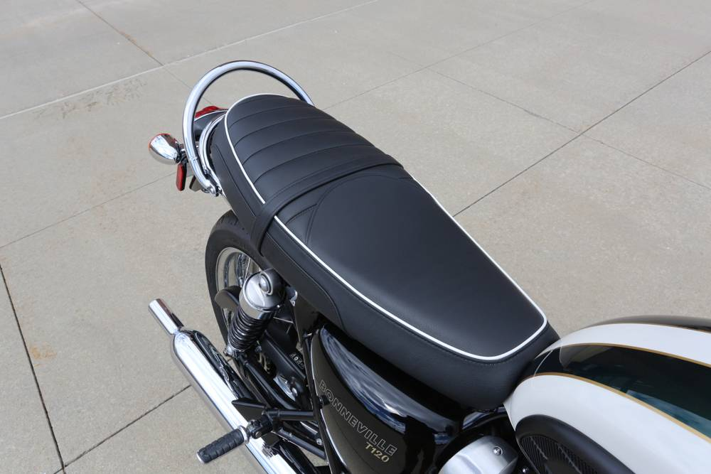 2018 Triumph Bonneville T120 in Saint Charles, Illinois - Photo 12