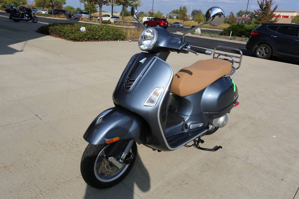 2018 Vespa GTS 300 ABS ASR in Saint Charles, Illinois