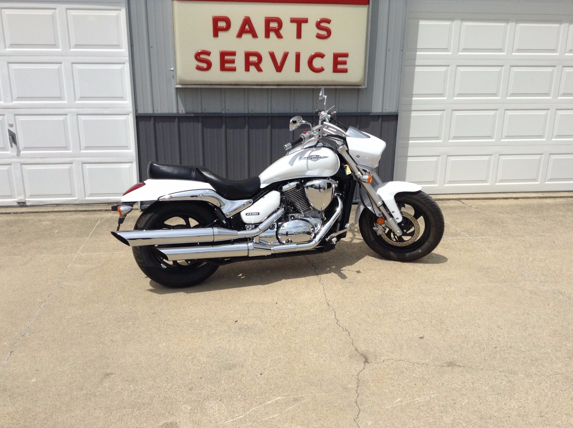 2015 Suzuki Boulevard M50 in Watseka, Illinois - Photo 2