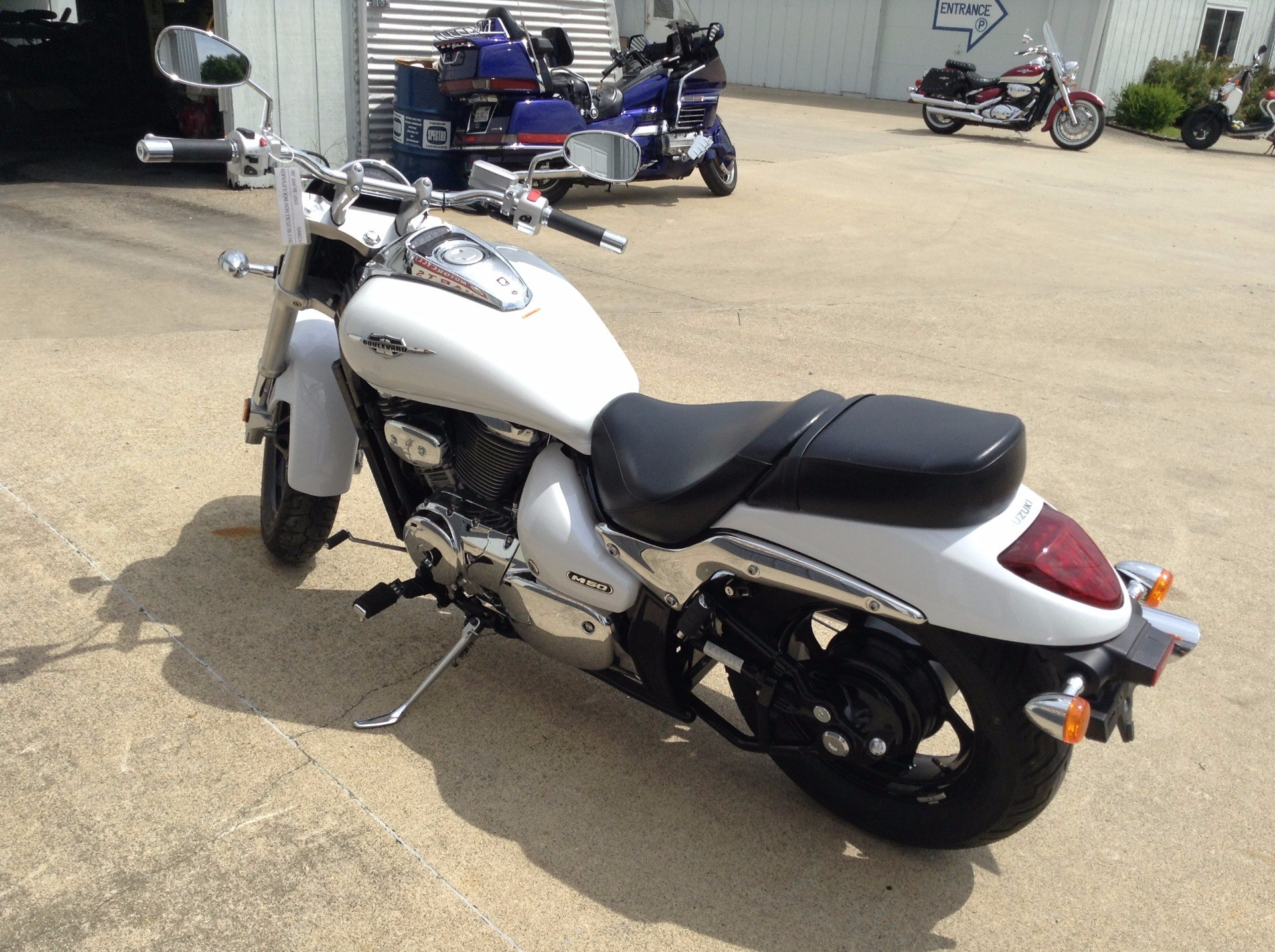 2015 Suzuki Boulevard M50 in Watseka, Illinois - Photo 3