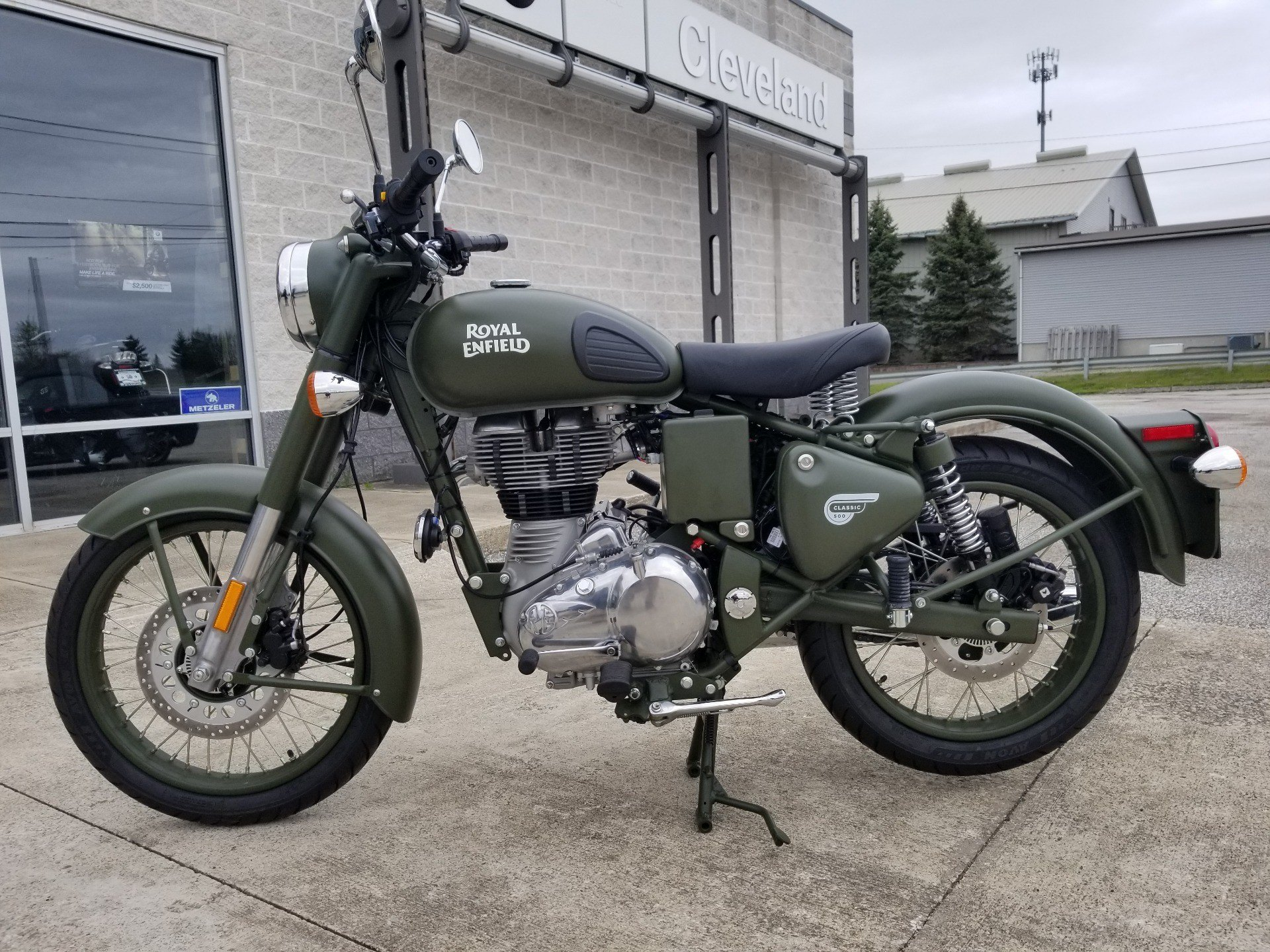 2019 Royal Enfield Classic 500 Battle Green in Aurora, Ohio - Photo 2
