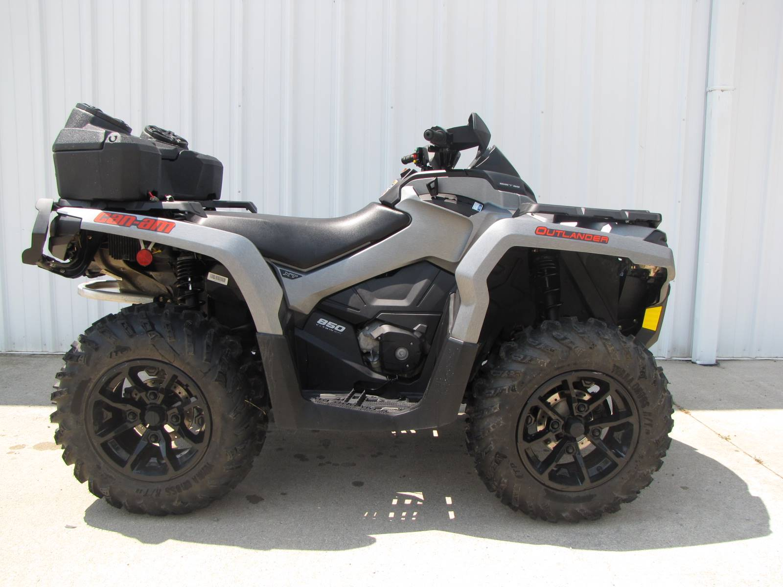 2017 Can-Am Outlander MAX XT 850 in Ottawa, Ohio - Photo 2