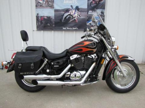2005 Honda Shadow Sabre™ 1100 in Ottawa, Ohio - Photo 2