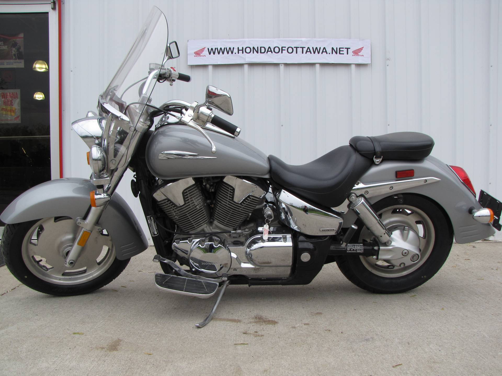 2005 Honda VTX™ 1300R in Ottawa, Ohio - Photo 1