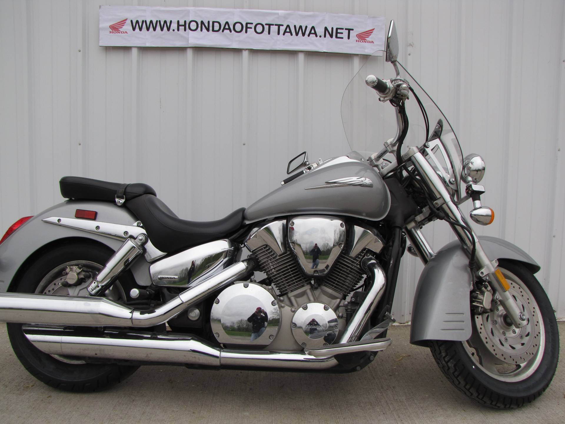 2005 Honda VTX™ 1300R in Ottawa, Ohio - Photo 2