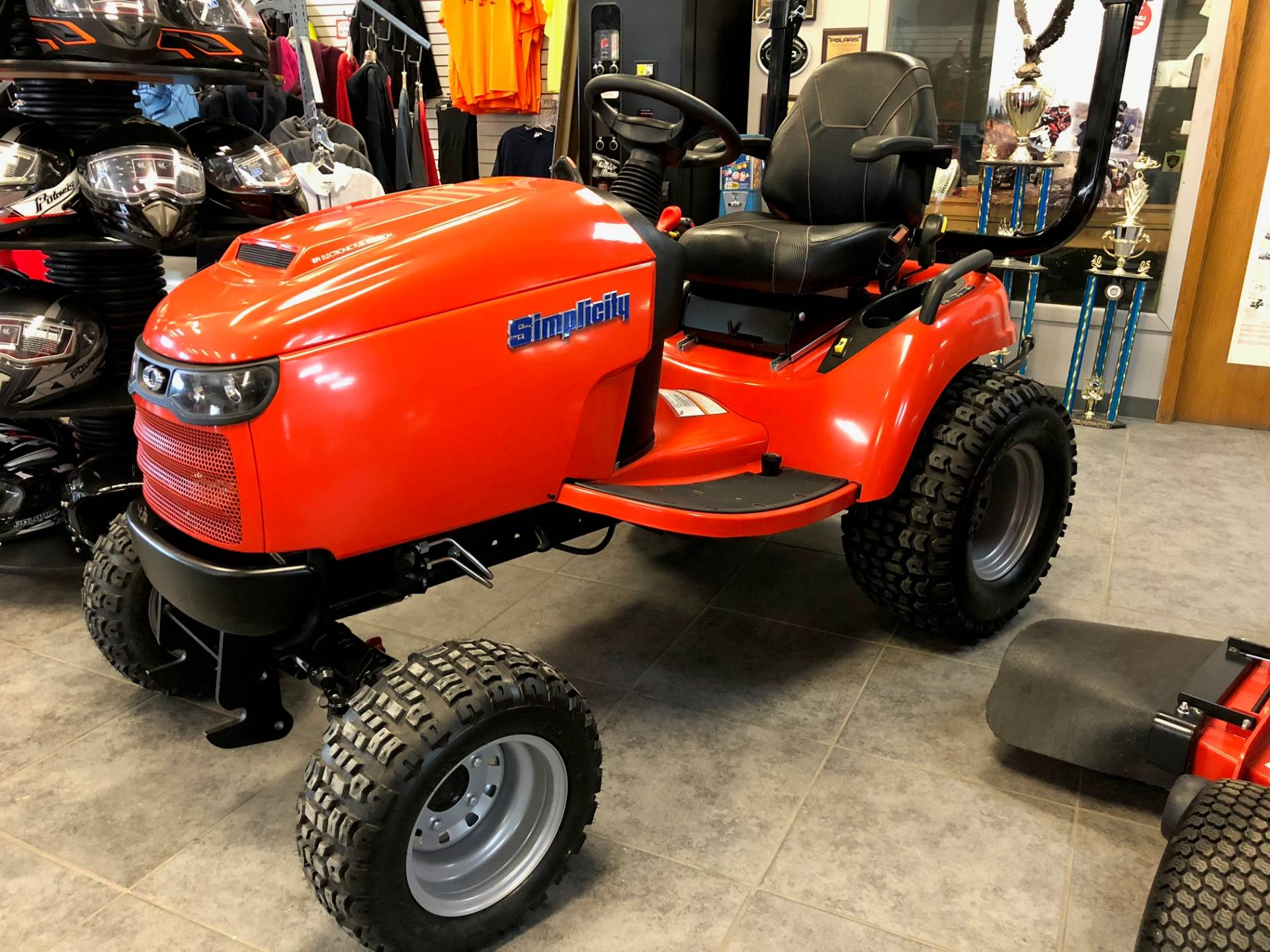 2017 Simplicity LEGACY 33HP EFI 4WD in Fond Du Lac, Wisconsin