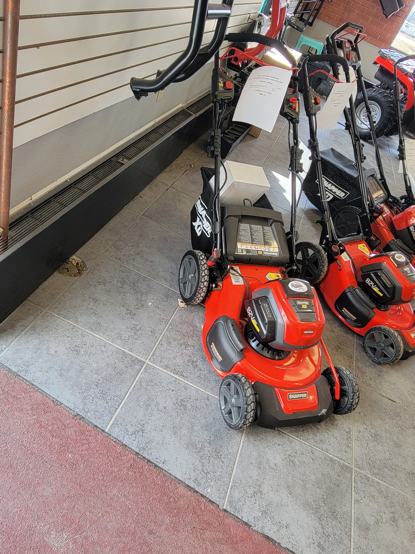 Snapper SXD21SPWM82K 21 in. 82V Max Electric Cordless Self-Propelled in Fond Du Lac, Wisconsin - Photo 3