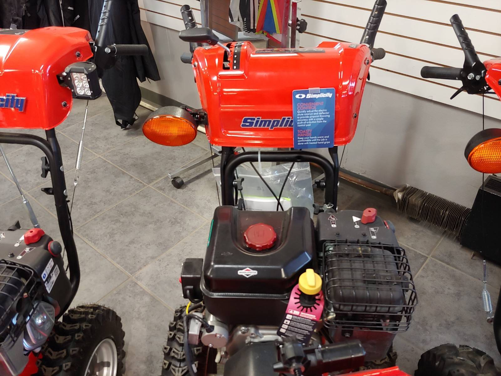 Simplicity TWO-STAGE H1528 SNOW THROWER in Fond Du Lac, Wisconsin - Photo 3