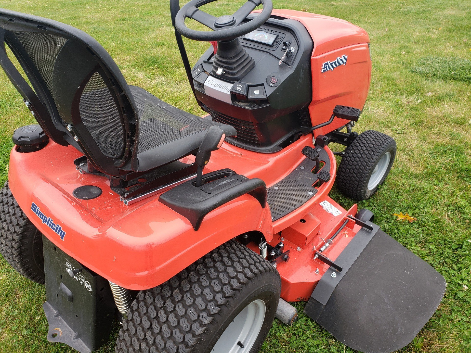 2018 Simplicity Conquest 52 in. Briggs & Stratton 25 hp in Fond Du Lac, Wisconsin - Photo 3