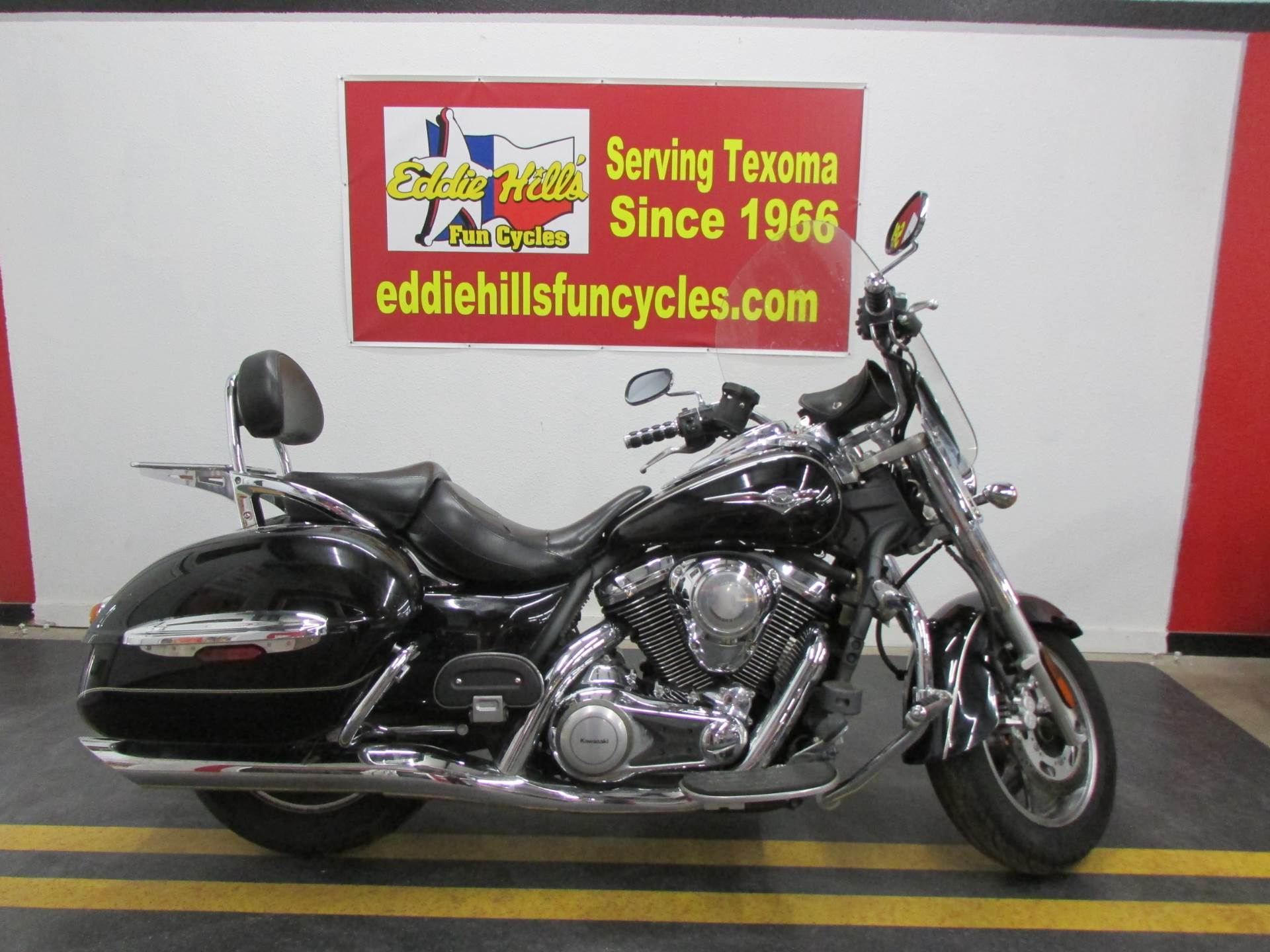2009 Kawasaki Vulcan® 1700 Nomad™ in Wichita Falls, Texas - Photo 2