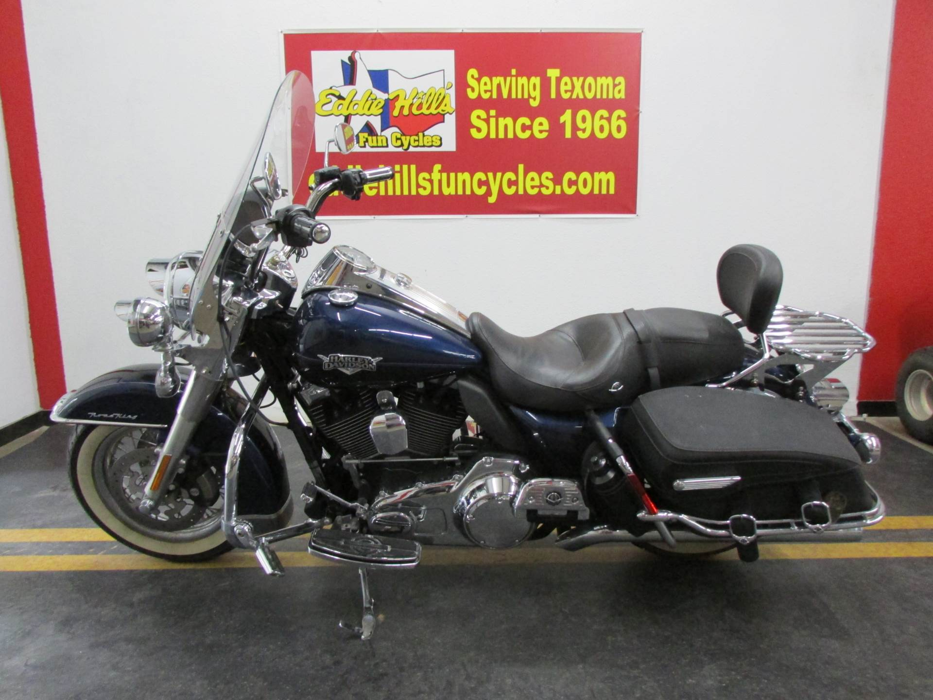 2012 Harley-Davidson Road King® Classic in Wichita Falls, Texas - Photo 4