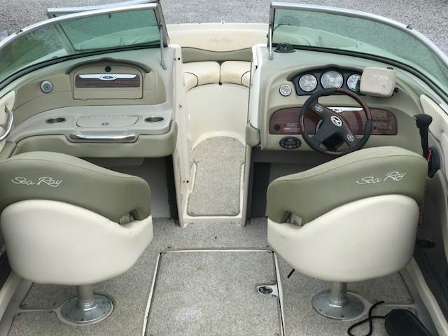 2005 Sea Ray 220 SELECT in Madisonville, Louisiana