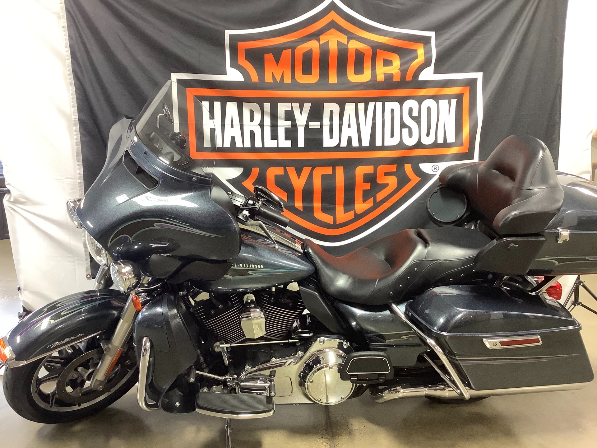 2015 Harley-Davidson Electra Glide® Ultra Classic® in Belmont, Ohio - Photo 3