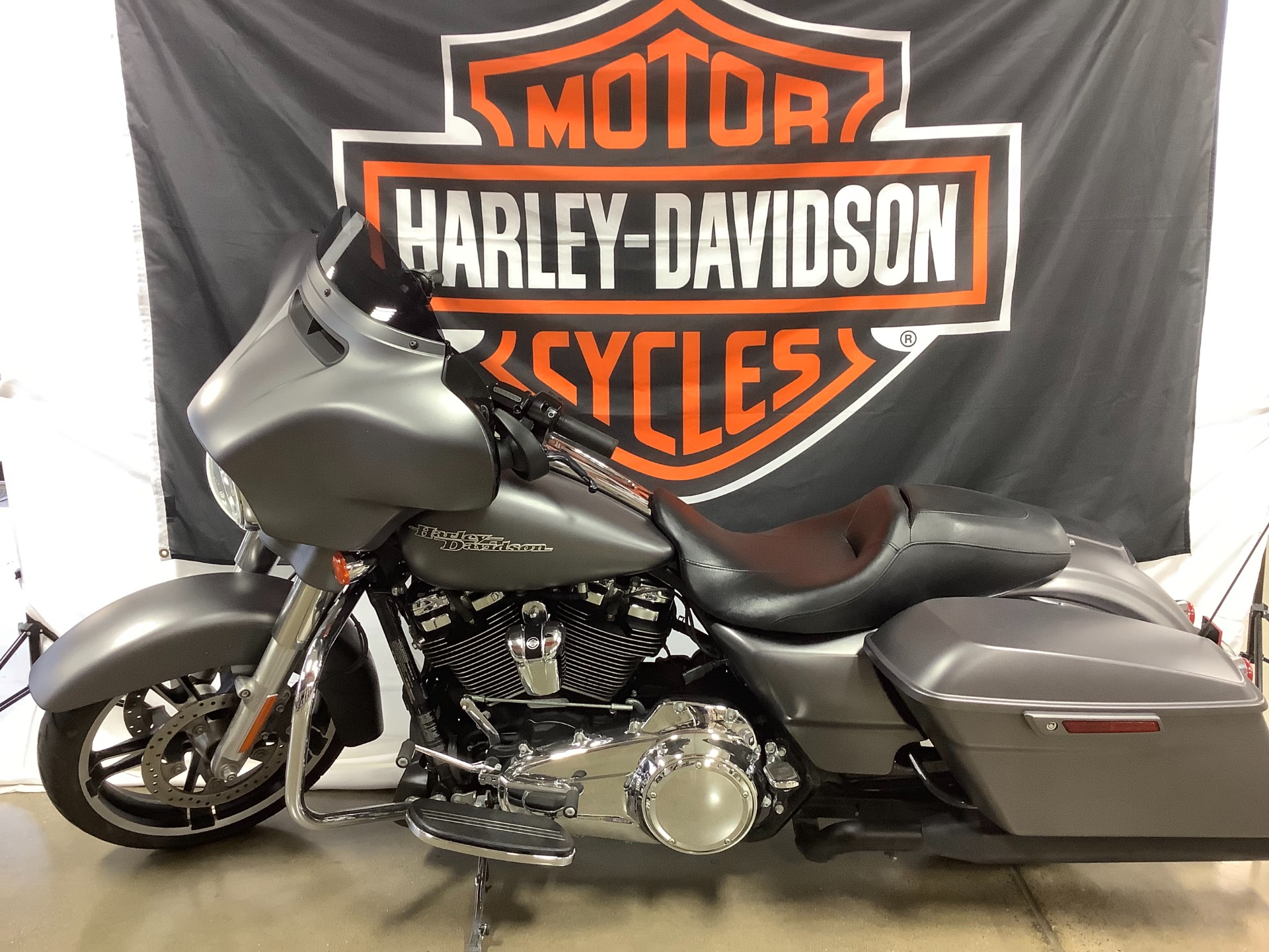 2017 Harley-Davidson Street Glide® Special in Belmont, Ohio - Photo 3